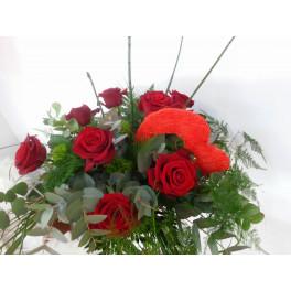 Ramo 10 Rosas y corazon